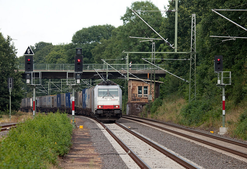 "185 576 ""Christine"" with the Ewals train 40162 (Novara/I - Genk/B) in Lindern. A rare sight indeed."