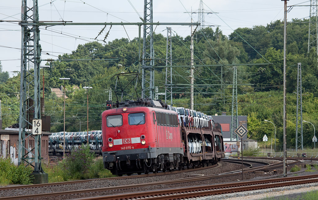 Slumping economy or not, DB Schenker still can't do without the venerable class 40s. Here 140 070 hauls Fiat automobiles destined for export via the port of Antwerp/B through Herzogenrath.