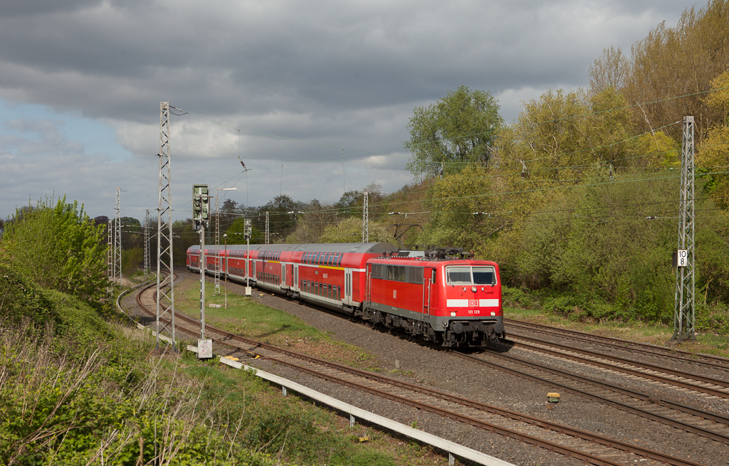 111 129 on a RE4 service bound for Aachen Hbf passes through Kohlscheid.