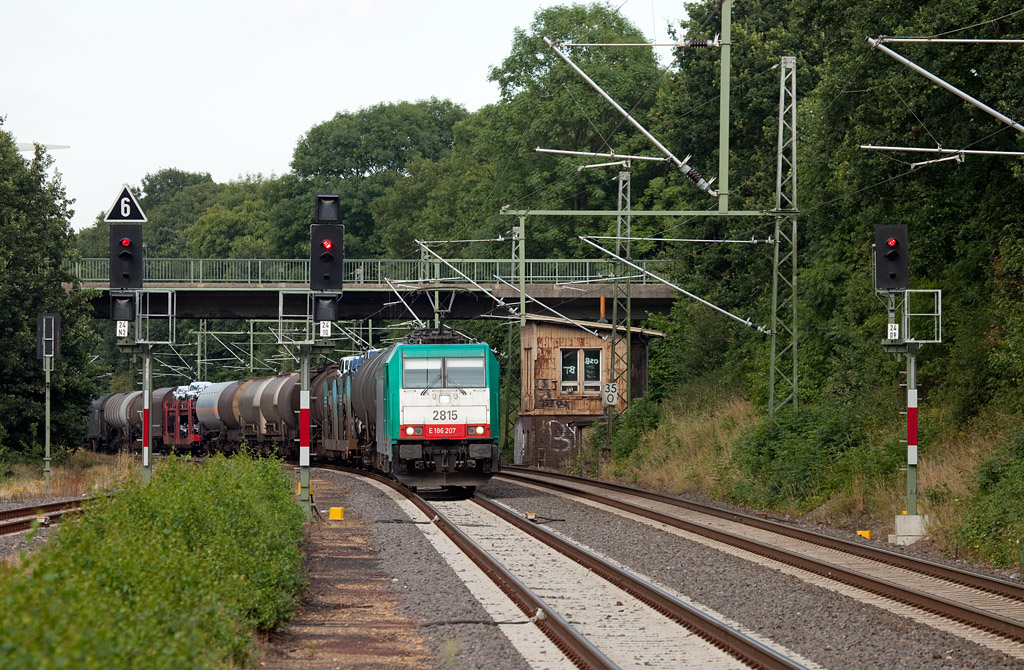 2815 southbound with a mixed freight in Lindern.