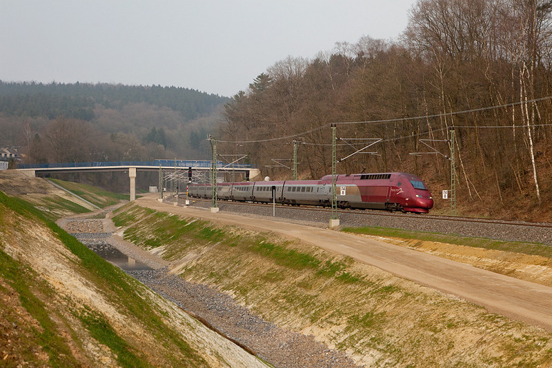"A westbound Thalys has just exited the new Buschtunnel and is passing through the new track alignment at a location known as ""Entenpfuhl"" on its way to Paris Nord. This area has been massively rebuilt in 2007/2008."