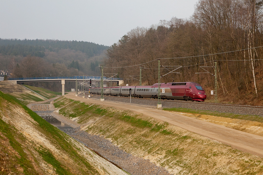 """A westbound Thalys has just exited the new Buschtunnel and is passing through the new track alignment at a location known as """"Entenpfuhl"""" on its way to Paris Nord. This area has been massively rebuilt in 2007/2008."""