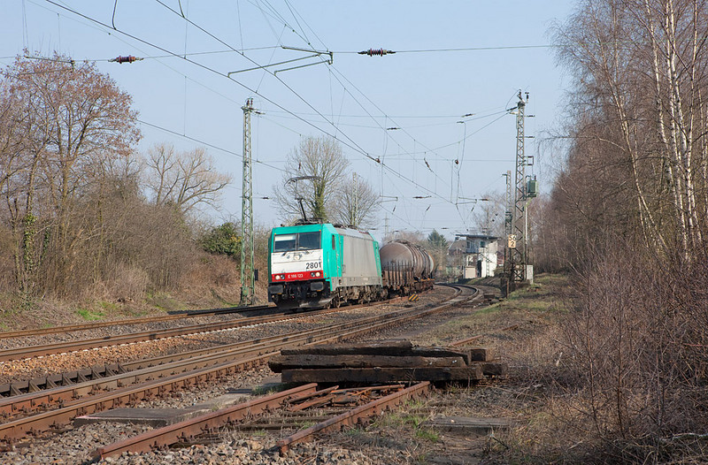 2801 leads the FE 44532 (Gremberg - Antwerpen Noord/B) through Eschweiler. This is the original first class 28 B-Cargo received  in 2008.