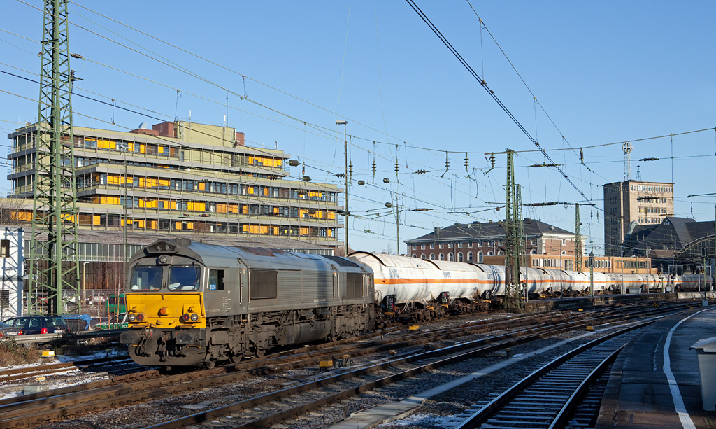 R4C/Veolia EU06 drags the heavily delayed 47712 (Dormagen - Lutterade/NL) through Aachen Hbf en route to the Netherlands.