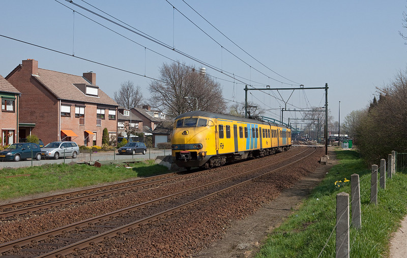 Plan V southbound to Maastricht departs from the station stop at Beek-Elsloo.