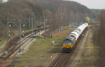 R4C PB05 brings a train of compressed gas tank cars for the DSM chemical complex in Lutterade through Landgraaf.