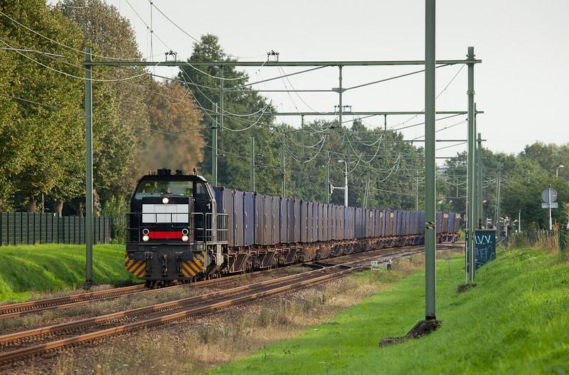ACTS G1206 with the trash train 50094 (Haanrade - Beatrixhaven - Vam/Wijster) northbound in Bunde.