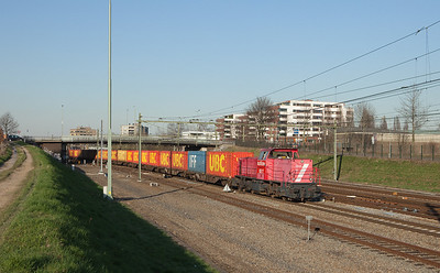 63084 is always an exceedingly colorful train, courtesy of the UBC and IFF bulktainers it carries to the port of Stein next to the giant DSM chemical complex in Geleen-Lutterade. It has almost reached its destination in this view, showing 6517 powering it southbound out of the Sittard station.