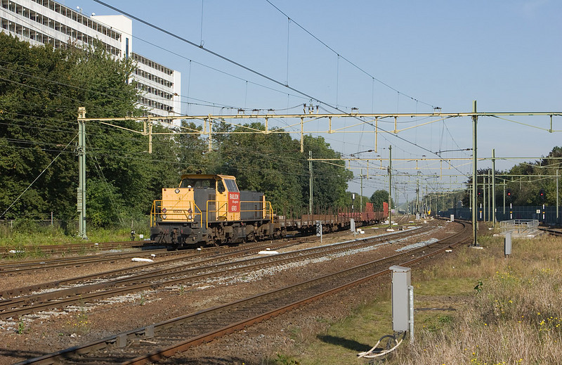 6503 powers the local train 55802 (Born - DSM Lutterade) into the yard at Sittard, returning from the port of Born.
