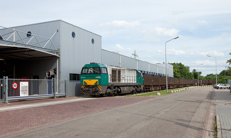 ACTS G2000 1001457 with the trash train 50101 (Mttrix - Mt) in Beatrixhaven.