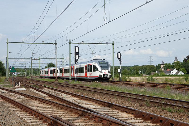 Veolia Stadler GTW 2/6 and GTW 2/8 at the Beatrixhaven industrial track junction.