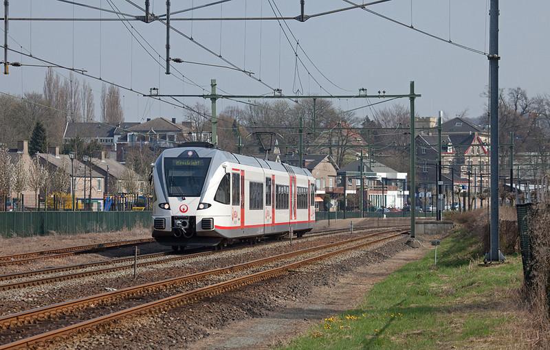 Maastricht-bound Veolia GTW 2/8 departs Valkenburg.