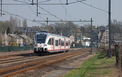 Maastricht-bound Veolia GTW 2/8 departs Valkenburg.