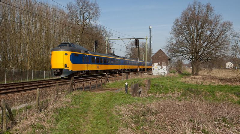 ICM-3m 4229 as IC3500 Schiphol-Heerlen between Susteren and Nieuwstadt.