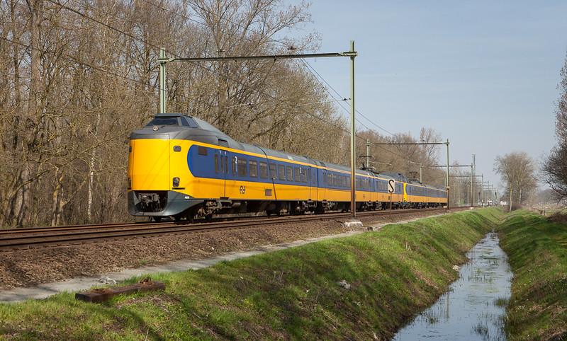 ICM-1m 4036 as IC3500 Schiphol-Heerlen between Susteren and Nieuwstadt.