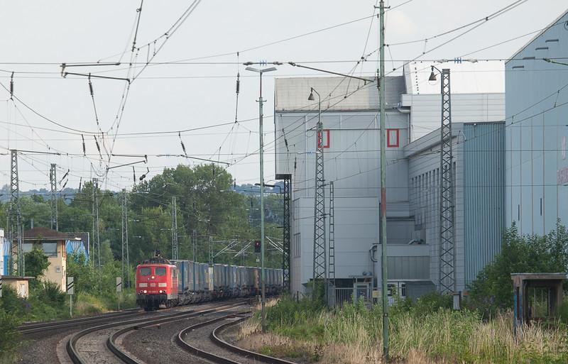 151 059 on a Lkw Walter intermodal in Bad Honnef.