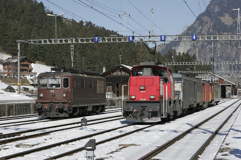 An electric switcher keeps an idle Re 4/4 company in Kandersteg.