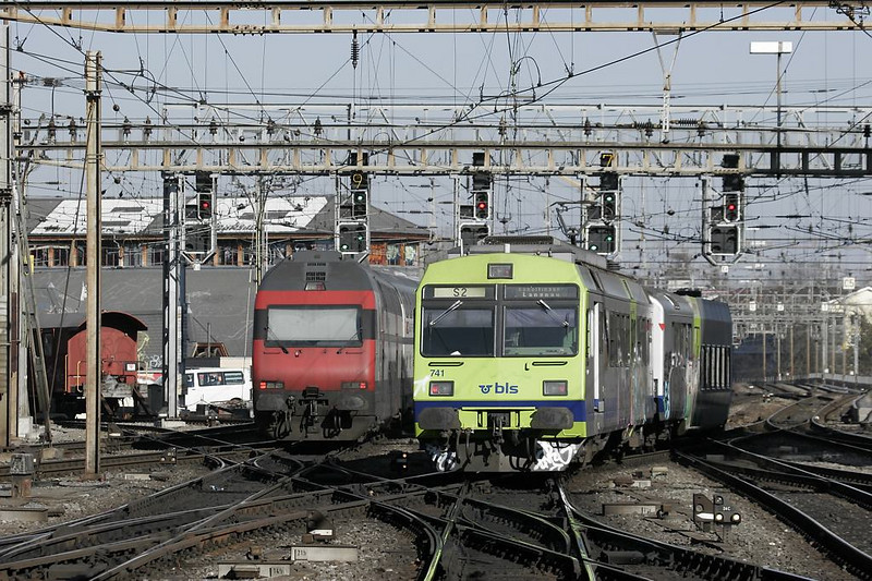 Two trains depart simultaneously northbound. Note the departure track indicators on the signals. With 12 tracks funneling into 8 departure routes, it can be difficult for the engineer to identify which signal is governing what...