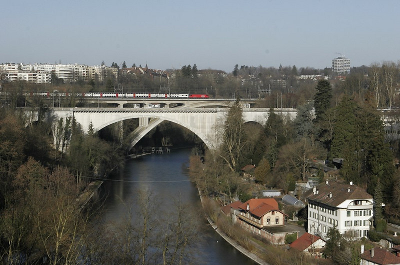 A view along the Aare valley from the Kornhausbrücke shows an IC train departing Bern main station northbound.