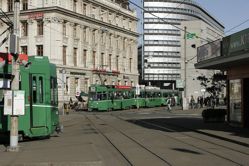 Basel - trains on line 14 meet as they swing around from St. Albans onto the Aeschenplatz.