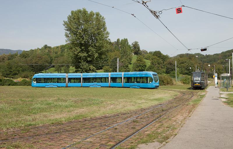 Tatra KT4YU 306 on interurban line 15 and Crotram TMK 2200 2215 on line 14 meet at the Mihaljevac loop.
