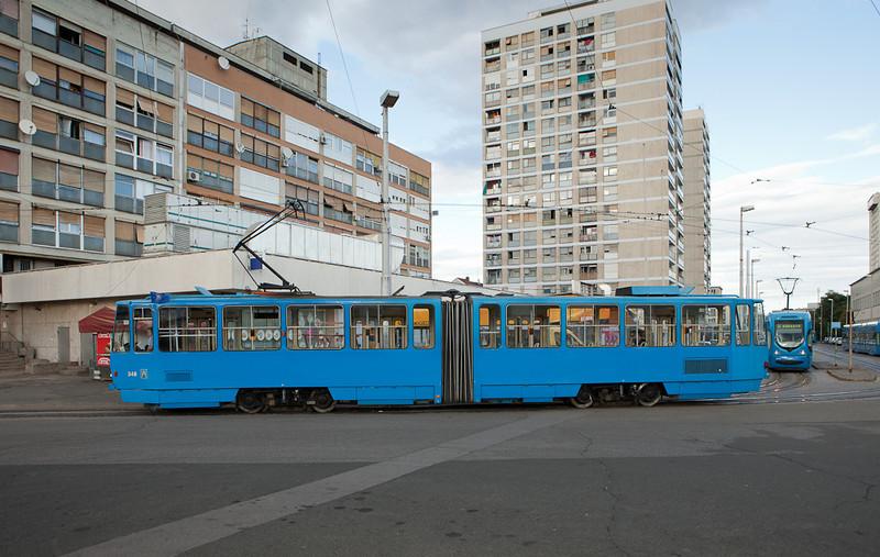 Tatra KT4YU 346 on line 9 turns on the loop at Ljubljanica.