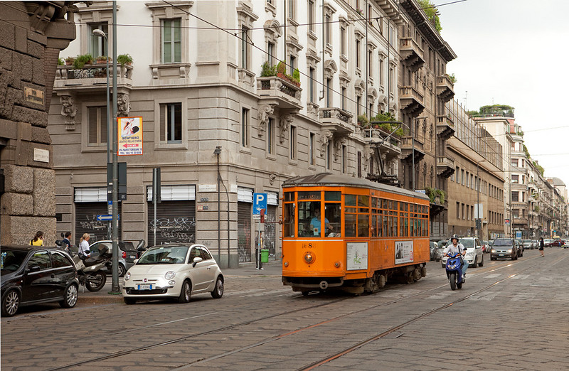 Milano - 1686 passes through typical Italian traffic along Via Fabio Filzi.