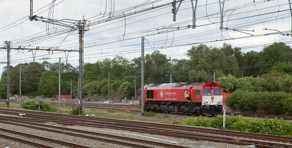 Crossrail DE6308 is running around her 48542 (Geleen-Lutterade/NL - Sittard/NL - Vise - Novara/I) as the engineer switches cabs in Vise.