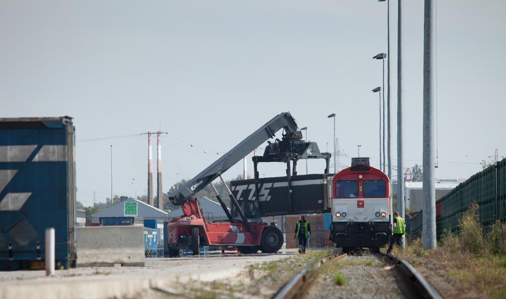 "Crossrail DE 6314 ""Hanna"" with TTS intermodal train 26400 (Piacenza/I - Bierset) in the terminal at Bierset (Liege)."