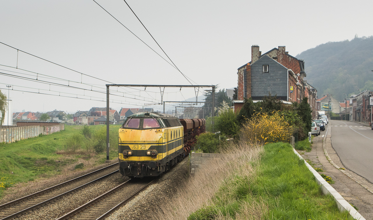6329 with a southbound ballast train in Wandre.