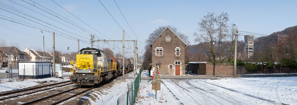 7843 leading the 74341 (Raccordement Vise-CBR - Kinkempois) through Cheratte.