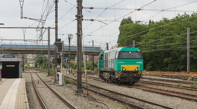Railtraxx G2000 272 003 running light engine instead of the 60414 (Hermalle s/Huy - Bressoux) arrives in Bressoux.
