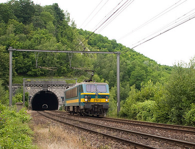"2151 running light engine has just exited the Geer Tunnel on its way to Vise. The tunnel actually has a ""hole"" in the middle where part of the roof collapsed, apparently due to quarrying operations on the hill. A similar situation exists east of Aachen in Germany, at the Nirmer Tunnel between Eilendorf and Eschweiler; less than 80 km from here. See this picture for comparison."