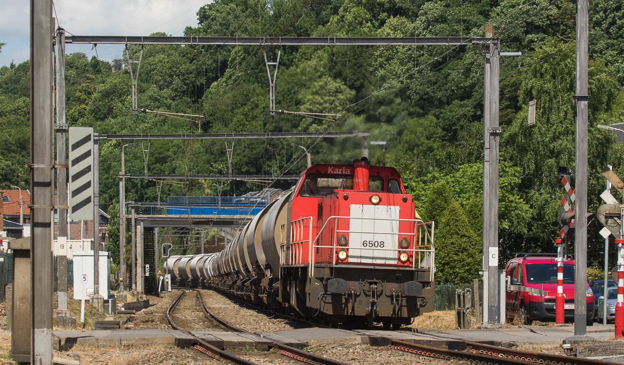 6508 has the 47615 (Veendam/NL - Bressoux) in tow through Cheratte-Bas.