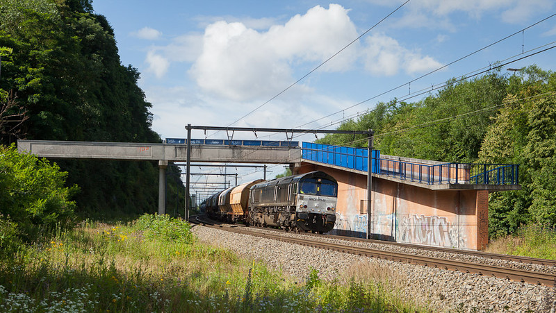 Railtraxx MRCE 653-05 with the limestone loads 48640 (Hermalle s/Huy - Veendam/NL) northbound in Argenteau.