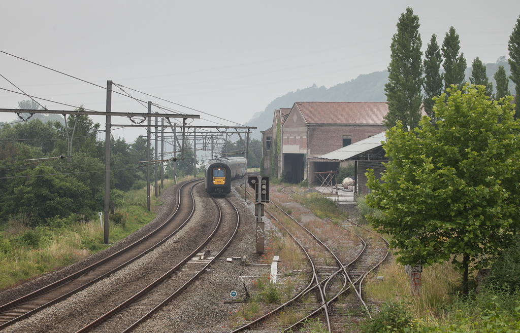 AM90 483 passes the disused Usine de Flone in Hermalle s/Huy.