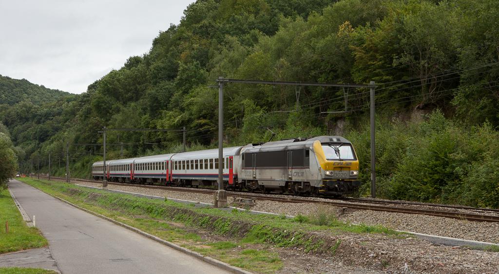 CFL 3020 pulls an IC Liege-Guillemins - Ettelbruck/L through Esneux.