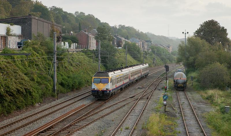 AM80 322 runs southbound through Engis.