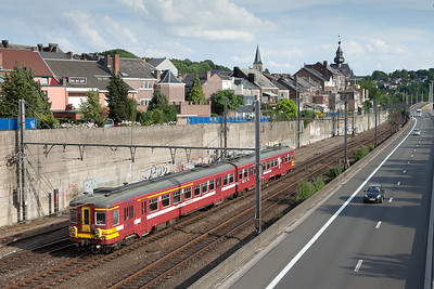 AM62 176 departing the station stop in Vise southbound for Liege.