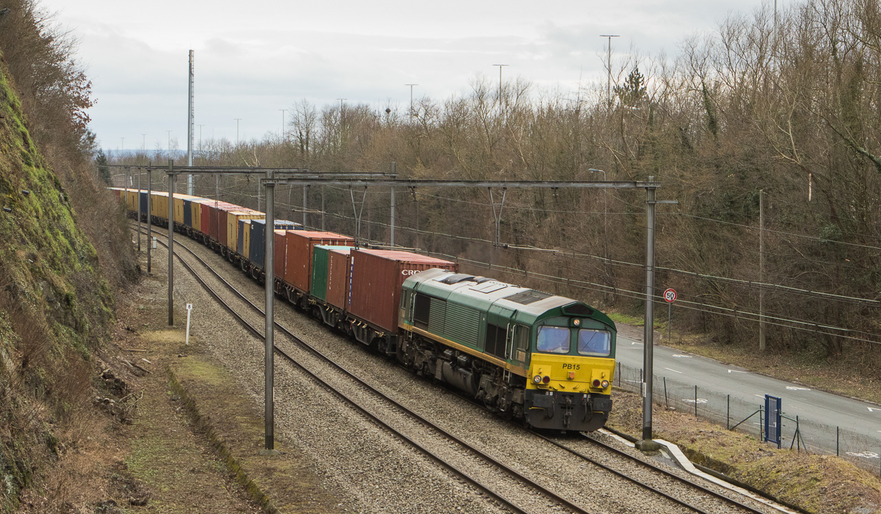 Crossrail PB15 with a diverted MSC container train in Argenteau.