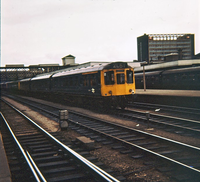 E52073 Sheffield Midland  13 Apr 75