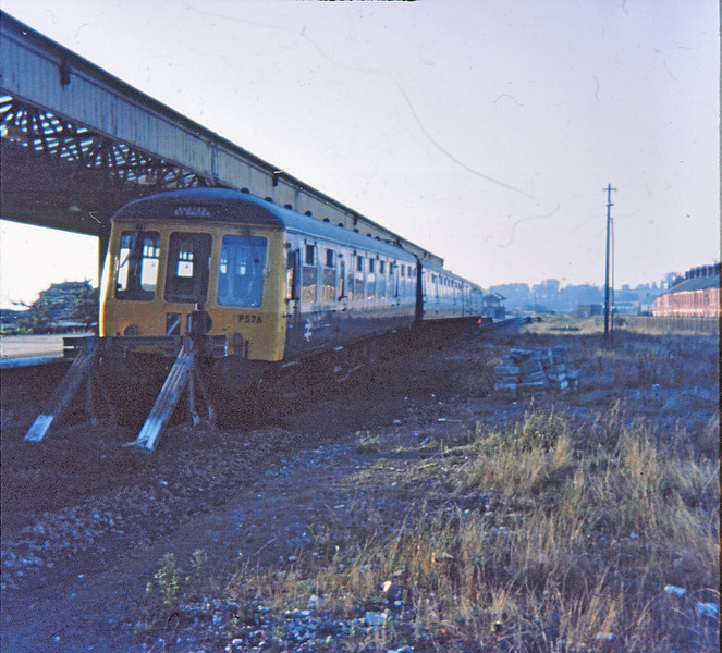 P576 derailed Exmouth  26 Aug 75