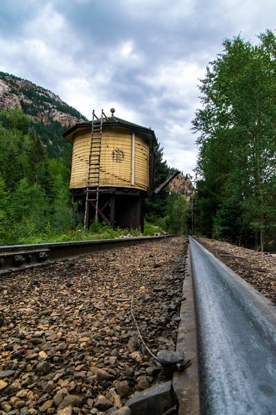 Needleton tank rail