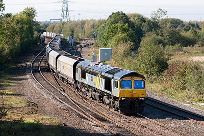 66304 approaches Whitacre Junction with 4G95 Chaddesden Sidings to Daw Mill Colliery empty hoppers. 9th October 2010.