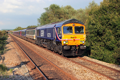 66726 passes Worle Parkway with 5Z91 14.00 Derby to Laira Depot returning re-furbished FGW HST coaches consisting of 44032, 42269, 42072, 42325, 42267, 41130 & 41129 with barrier coaches 9490 & 6721. 28th August 2007.