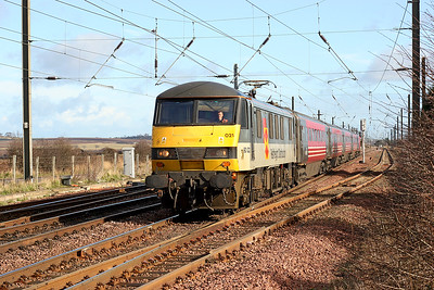 90021 approaches Drem with the 12.17 North Berwick to Edinburgh Waverley. 22nd February 2005.