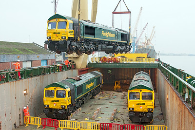 66954, 66955 & 66956 being unloaded from Jumbo Ship STELLANDVA at Newport Docks. 6th November 2008.