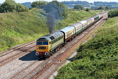 47812 (D1916) opens up following a signal check approaching the Severn Tunnel at Pilning with 5Z64 10.00 Old Oak Common to Cardiff Canton empty stock move. 8th September 2006.