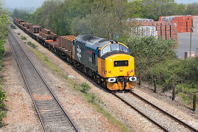 37425 'Pride of the Valleys' climbs past Cattybrook with 6C01 09.11 Newport ADJ Yard to Bristol East Depot trip working, conveying steel for the construction of Cabot Circus shopping centre, Bristol. 4th May 2006.
