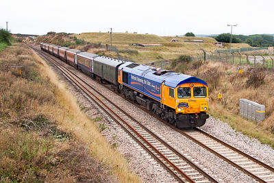 "66718 in Metronet livery and with a ""Vulture Squadron"" headboard in place, passes Flax Bourton with 5Z98 Laira Depot to Derby stock move conveying ex Virgin HST trailers for refurbishment and use by FGW. 31st August 2006."